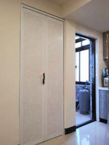 牙白色鋁框折門