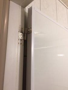 修理浴室門